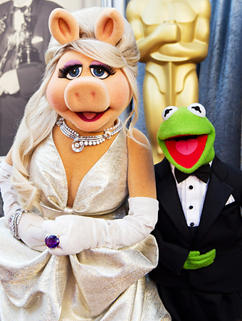 Miss Piggy at the 2012 Oscars